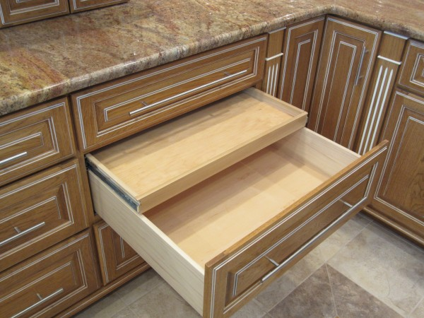 Drawer with lid tray